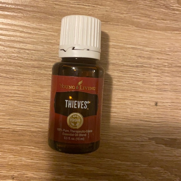 New Young living essential oil of thieves